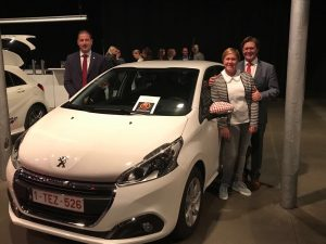 JobFIXers neemt 12 Peugeots 208 in ontvangst