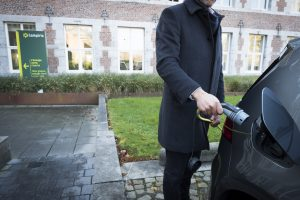 Lampiris stapt volledig over op 100% elektrische auto's