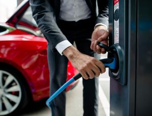 LeasePlan stelt program manager aan om transformatie naar elektrische mobiliteit in stroomversnelling te brengen