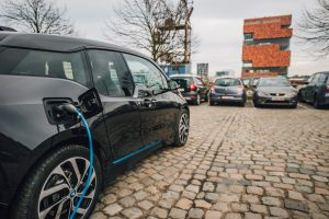 ENGIE bundelt de krachten met BMW en Renault om een deelnetwerk van laadpalen voor elektrische voertuigen te versnellen