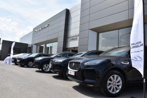 Derby Ladbrokes prend possession de 5 Jaguar E-Pace auprès du garage Jean-Michel Martin