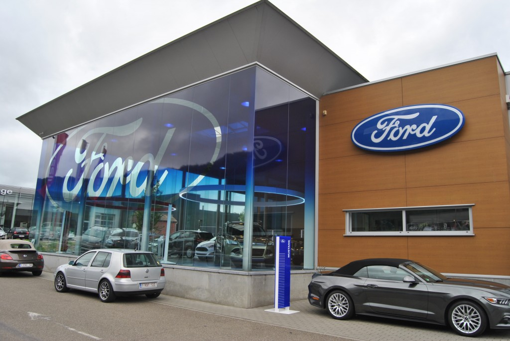d couvrez le premier ford store de belgique link2fleet for a smarter mobility. Black Bedroom Furniture Sets. Home Design Ideas