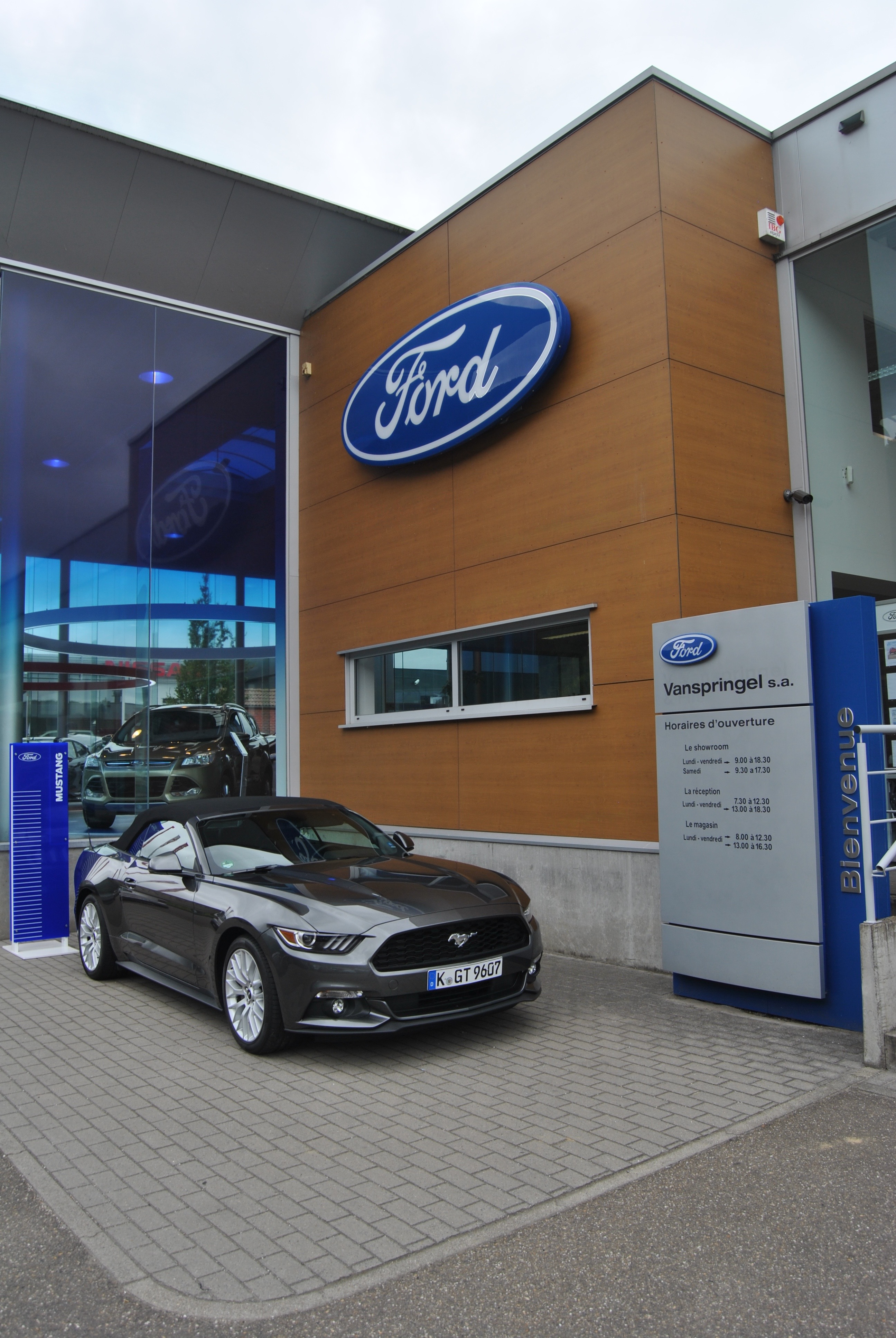 ontdek de eerste ford store van belgi link2fleet for a smarter mobility. Black Bedroom Furniture Sets. Home Design Ideas