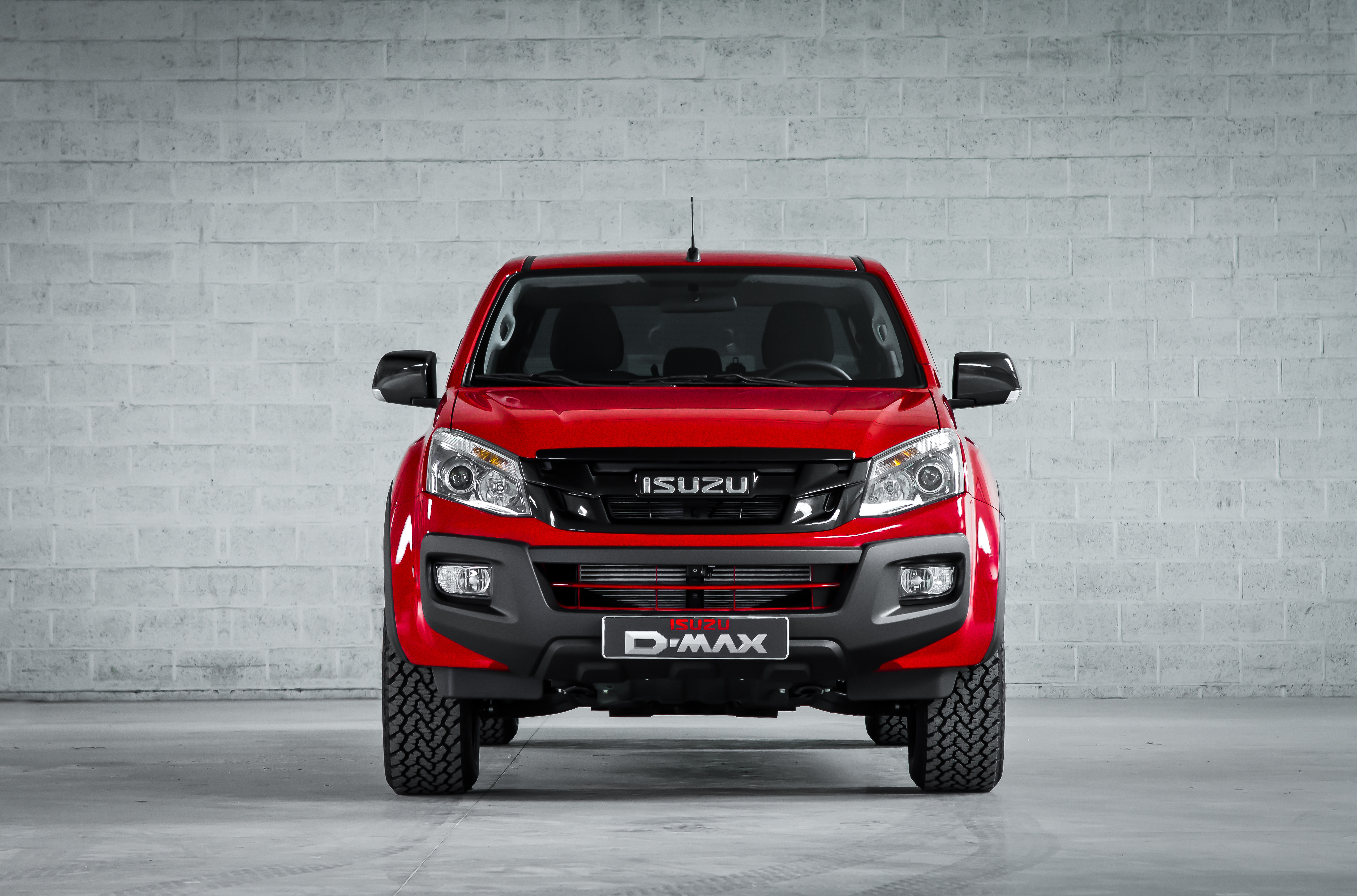 d max fury happy birthday isuzu link2fleet for a smarter mobility. Black Bedroom Furniture Sets. Home Design Ideas