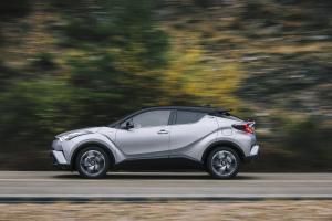 2016_Toyota_CHR_Hybrid_Dynamic_09