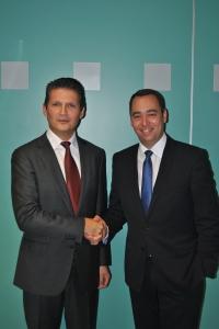 Vincent Hebert (à gauche), Directeur Général de Coyote Systems Benelux et Maxime Prévot, Ministre Wallon des Travaux Publics et de la Sécurité Routière