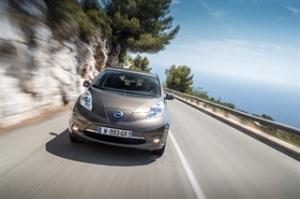 Nissan-Leaf-2016-driving